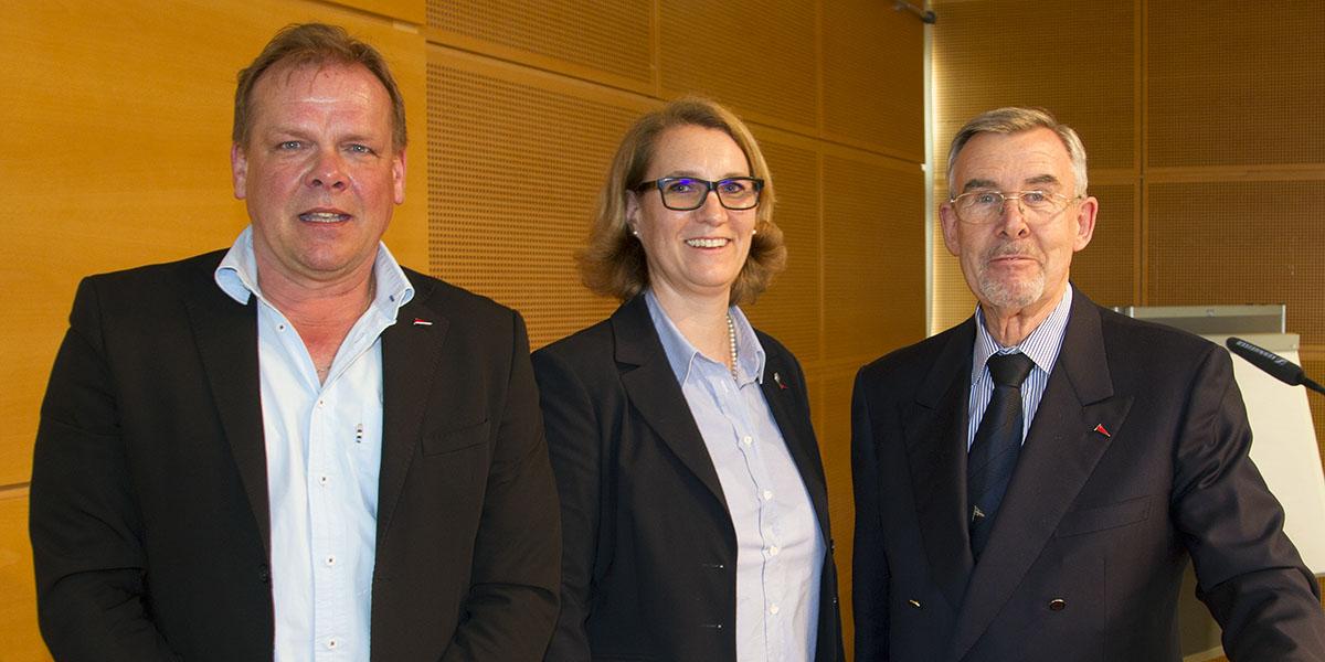 Neue SVN-Spitze: Dr. Thomas Gote (links) wurde in Hannover als neuer 1. Vorsitzender gewählt. 2. Vorsitzende bleibt Katrin Adlof (Mitte). Gote löst den bisherigen SVN-Vorsitzenden Volker Radtke (rechts) ab.